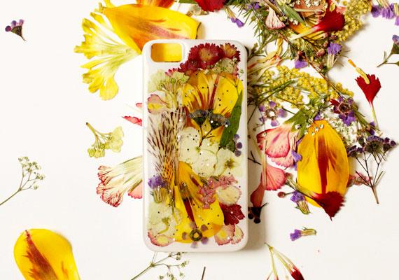 2014-05-06-unusuallystylishmothersdaygiftspressedflowersphonecase.jpg