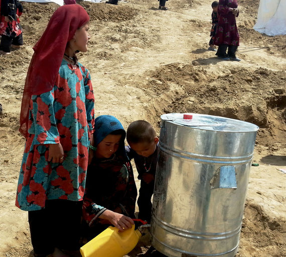 2014-05-09-CollectingwaterfromcontainersupportedbyConcern.jpg