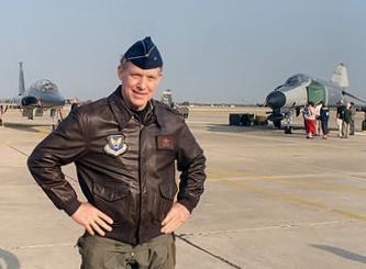 2014-05-11-450pxBrigadier_General_Steve_Ritchie_last_career_flight333x245.jpg
