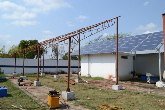 2014-05-12-solar_panels_construction.jpg
