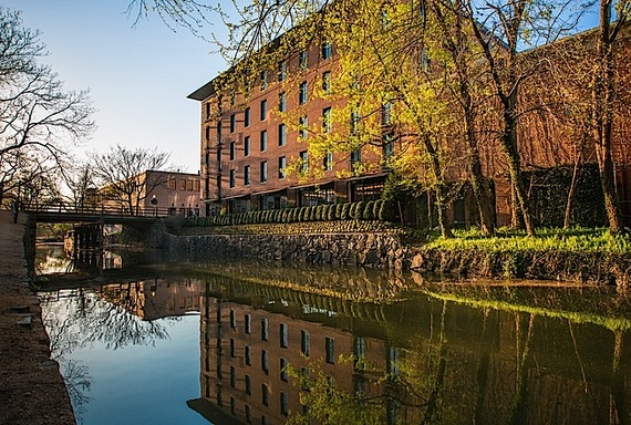 2014-05-14-Capella_Georgetown_Exterior_Canal_3.jpg