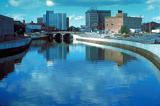 2014-05-19-800pxFlint_River_in_Flint_MIchigan.jpg