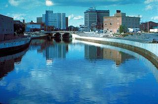2014-05-19-800pxFlint_River_in_Flint_MIchigan.jpg