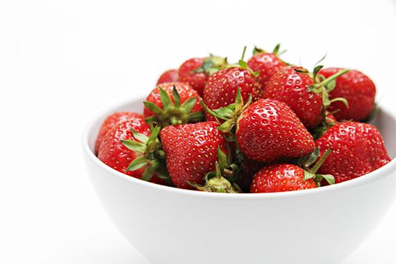 2014-05-29-IMG_5056Strawberriesinwhitebowl.jpg