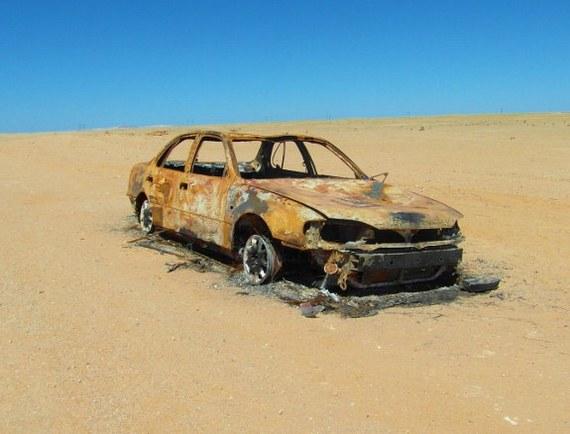 2014-05-29-Namibiaroadtripburnedcar575x438.jpg