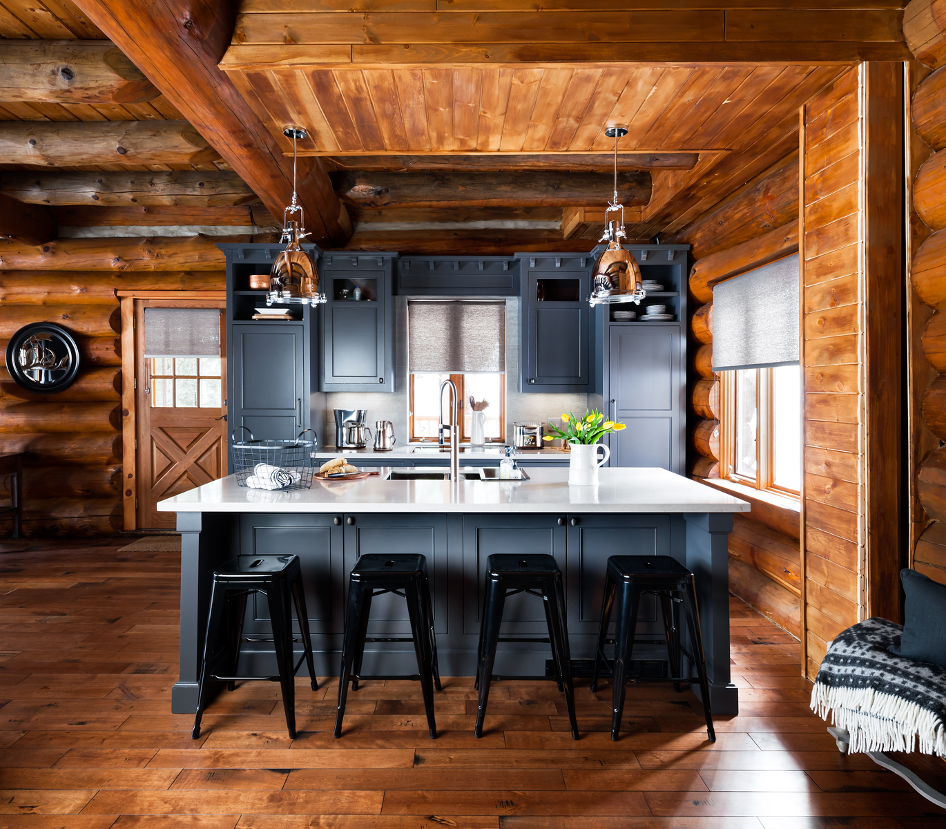The recipe for a perfect cottage kitchen for Cabin kitchen cabinets