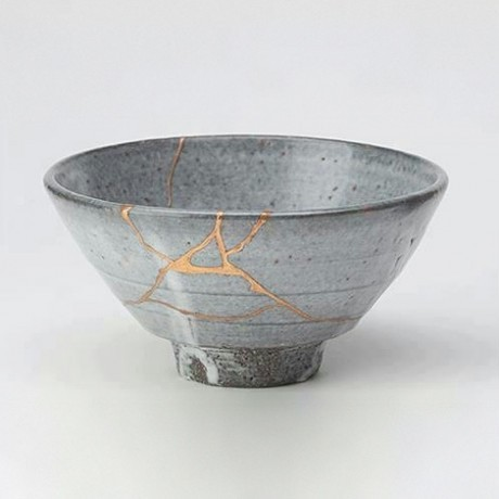 2014-06-02-Tea_bowl_fixed_in_the_Kintsugi_method.jpg