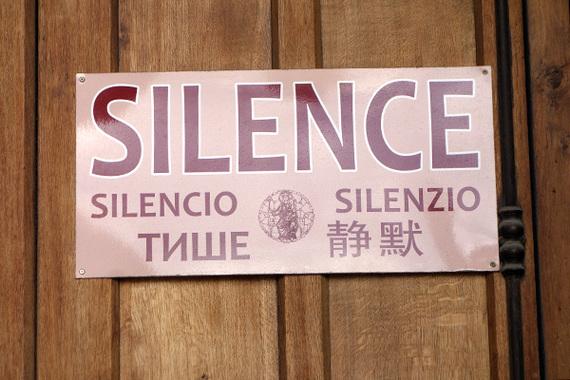 2014-06-06-vaticanmuseumsilencesign.jpg