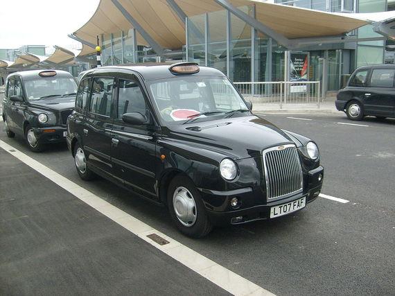 2014-06-11-1280pxA_TX4_Taxi_at_Heathrow_Airport_Terminal_5.jpg