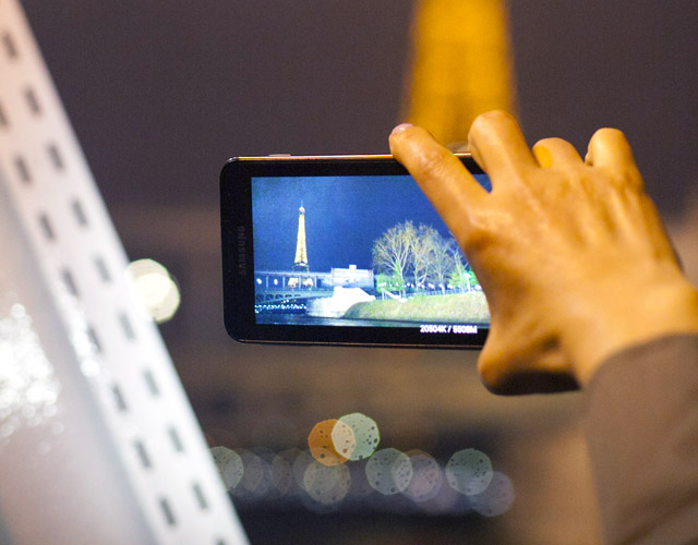 6 Tips for Using Your Cell Phone Abroad