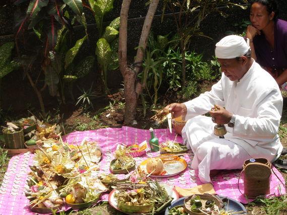 2014-06-12-Padangbai.Villa.Ceremony.jpg