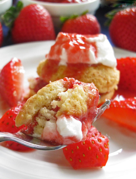 2014-06-13-20140611strawberrycakepiece.jpg