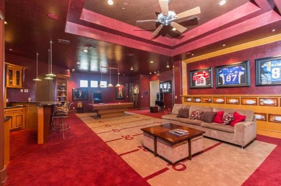 6 man caves of famous athletes and fathers huffpost for Keenan house