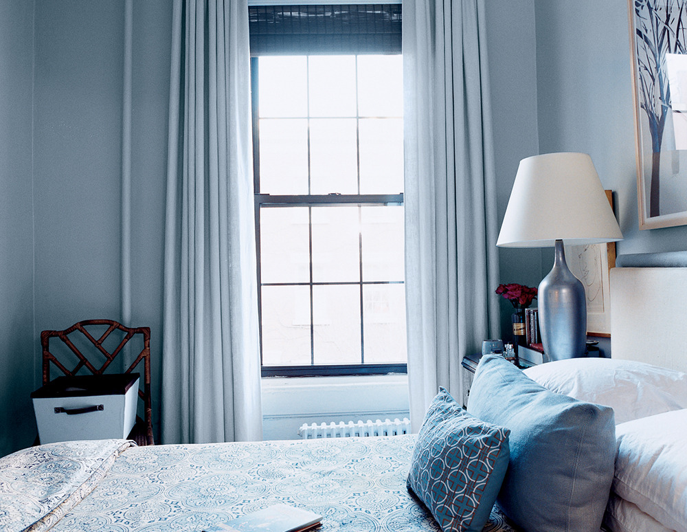 10 shocking bedroom makeovers huffpost for Images of small bedroom makeovers