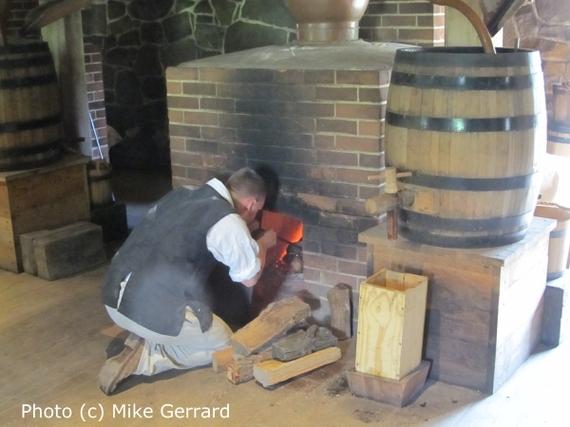 2014-06-16-George_Washington_Whiskey_Distillery_Firing_Still.jpg