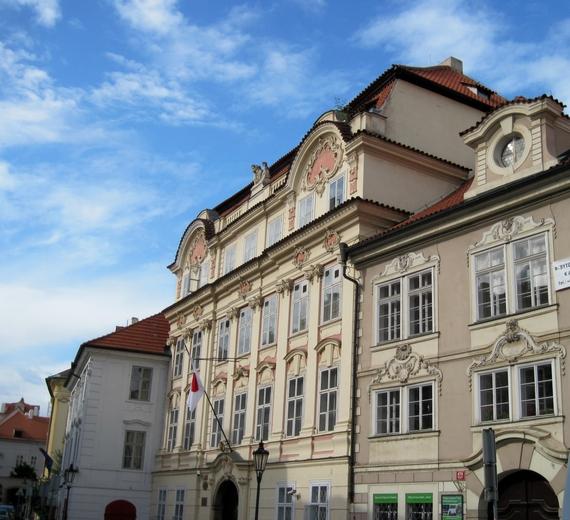 2014-06-19-Pragueelegantbuilding.JPG