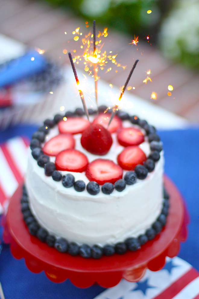 This 4th of July cake couldn't be easier to recreate! Check out more ...