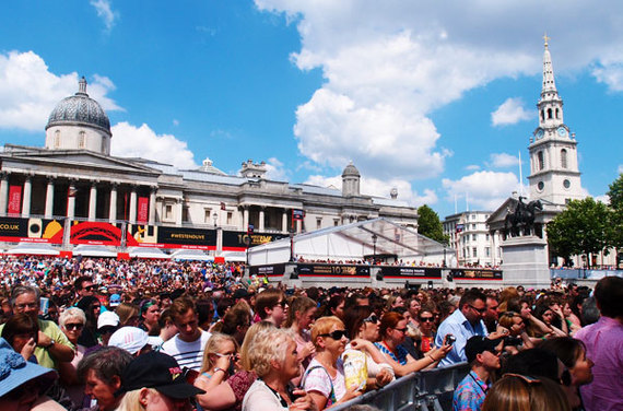2014-06-21-London_WestEnd_Crowd.jpg