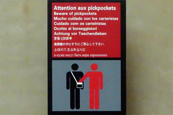 2014-06-23-pickpocketsigninlouvre.jpg