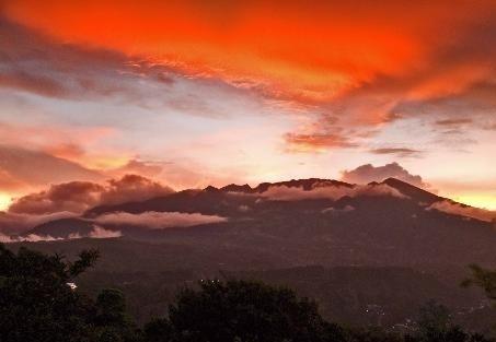 2014-06-24-volcansunset.jpg