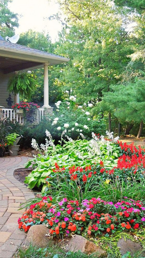 7 secrets to creating a country cottage garden huffpost for Creating a flower bed