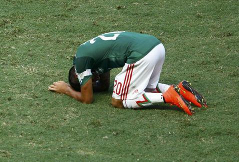2014-07-02-Brasil_2014Mundial_2014Copa_Mundial_2014Mexico_vs_HolandaGol_de_GiovaniJavier_AquinoDerrota_Mexico_MILIMA20140629_0160_30.jpg
