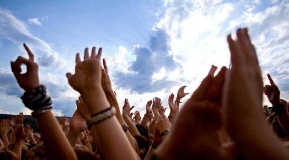 2014-07-06-rockfestivalhandsintheair.png
