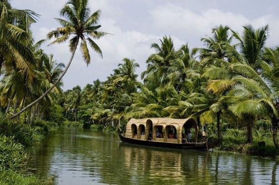 2014-07-07-houseboats_in_kottayam_2_438680x452.jpg