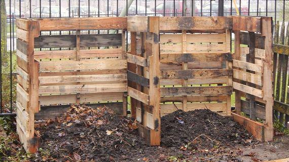 2014-07-16-HowtoBuildaCompostingSystemfromPalletsviaNewHouseNewHomeonHometalk.jpg