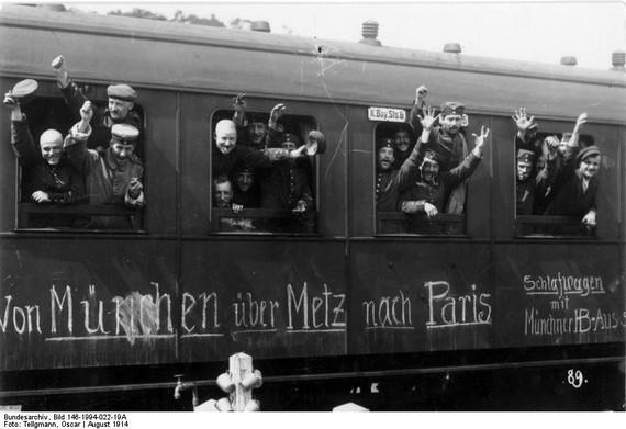 2014-07-24-Bundesarchiv_Bild_146199402219A_Mobilmachung_Truppentransport_mit_der_Bahn.jpg