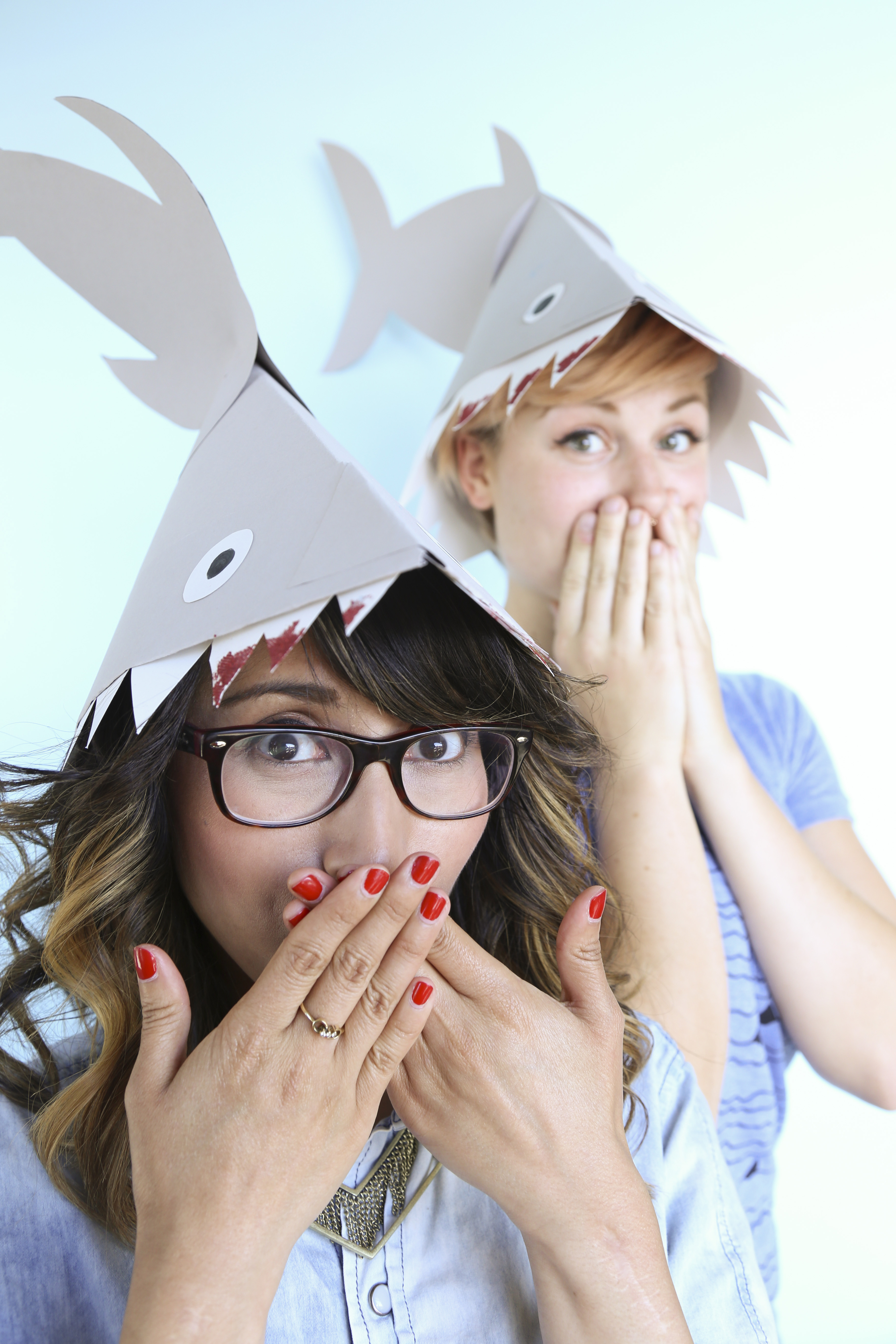 Paper shark fin hat - Shark Attack Hat: 7 Steps (with