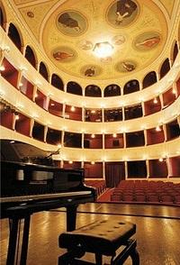 2014-07-30-apollotheatersyros.jpg