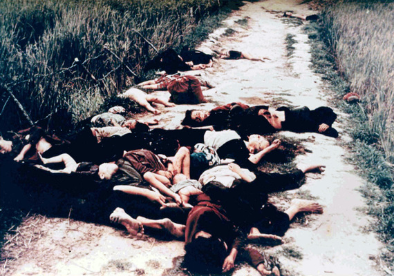 2014-07-31-Dead_from_the_My_Lai_massacre_on_road.jpg