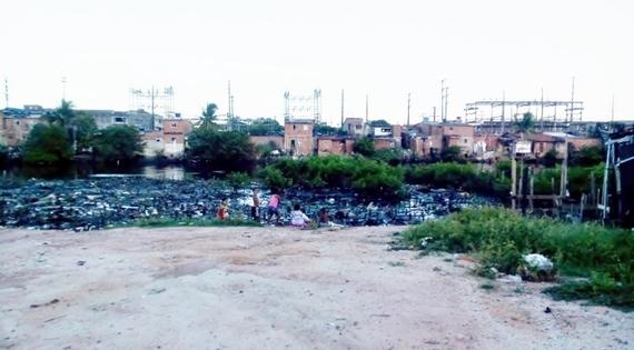 2014-08-02-11_slum.jpg