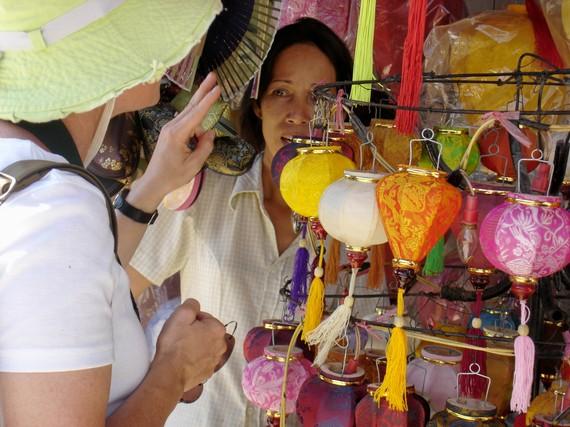 2014-08-04-BangkokMarthabargaining.jpg