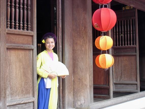 2014-08-04-Bangkokladyw.lanterns.jpg