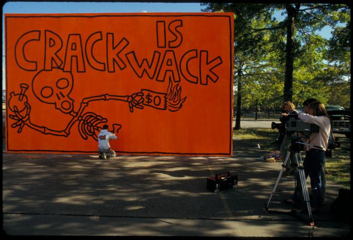 Keith haring 39 s 39 crack is wack 39 nyc 39 s most famous mural for Crack is wack mural