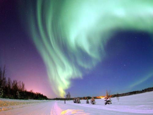 2014-08-08-AMS_02_space_weather_aurora_wikipedia.jpeg