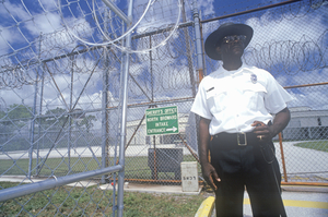 2014-08-12-prisonguardatdadecorrectionalfacilityflorida.jpg