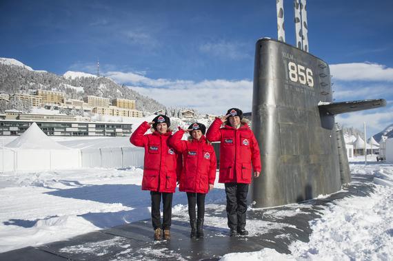 2014-08-13-SubmarineAppearsInFrozenLakeSt.Moritz3.JPG