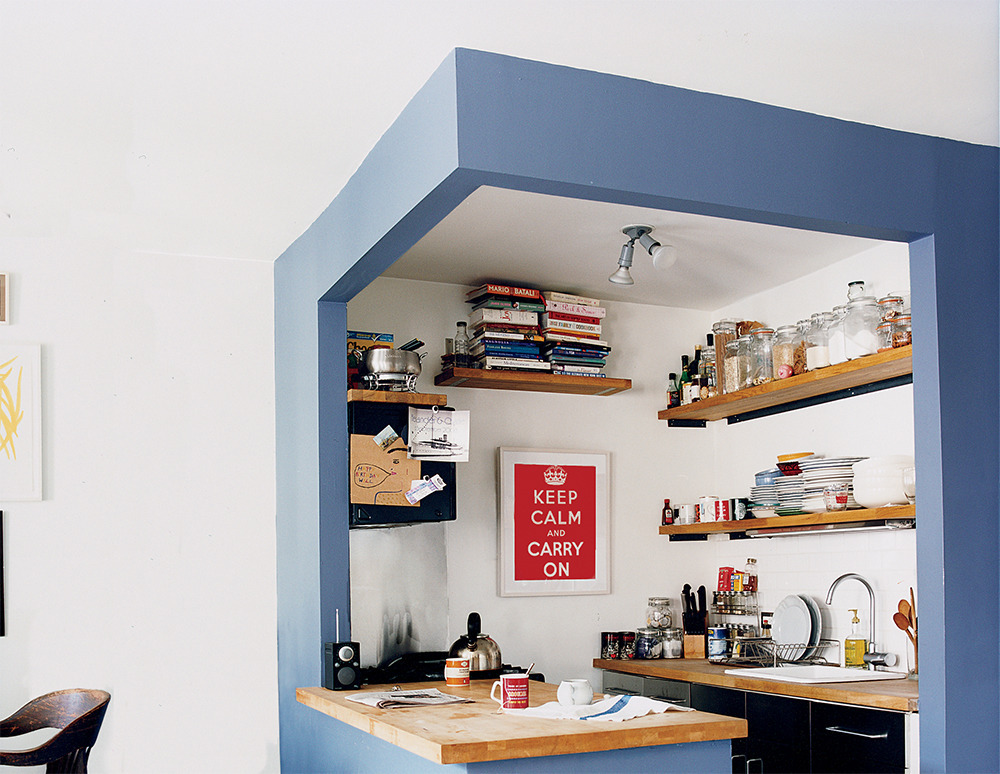 8 amazing small kitchen decorating ideas huffpost for Amazing small kitchens