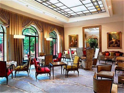2014-08-18-hotellancaster.jpg