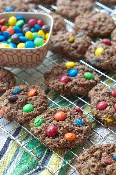 2014-08-18-monstercookies1.jpg
