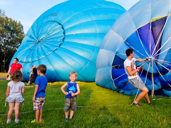 2014-08-22-InflatingBalloonVilnius.jpg