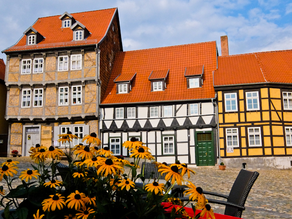 2014-08-23-QuedlinburgHouseswsunflowers.jpg