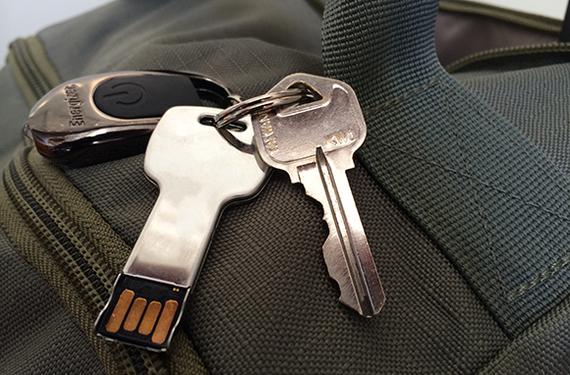 2014-08-26-Cover_KeychainonSuitcase_580x382.jpg