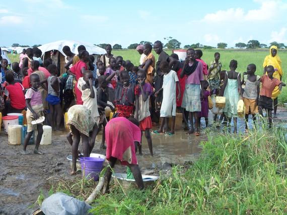 2014-08-28-100_8585EventhewaterpointsareunderwaterinBentiucampSouthSudan.Theresnoplaceforrunofftogo.SSudan.JPG