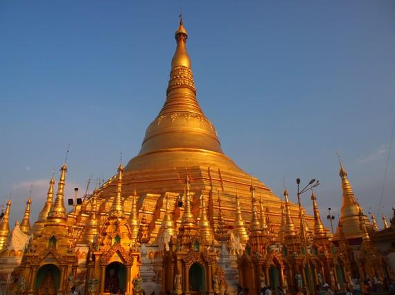 2014-08-28-ShwedagonPagodainYangon.jpg