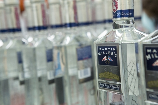 2014-09-09-Martin_Miller_Iceland_7_bottles.jpg