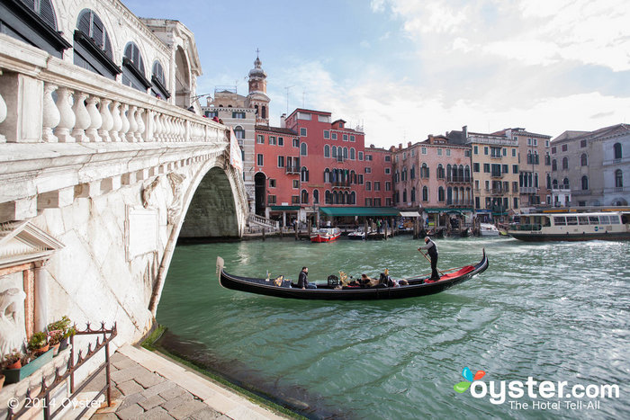 how to get from venice airport to hotel rialto